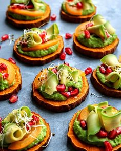 Baked sweet potato slices topped with pea purée, pomegranate, sprouts and avocado curlsAnnaBerlin (@anna.culina) • Instagram photos and videos