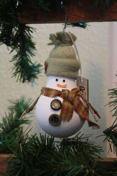 Snowman Christmas Tree Ornament - made from a recycled lightbulb (C) by fomeyn Snowman Christmas Ornaments, Snowman Crafts, Christmas Crafts For Kids, Christmas Projects, Christmas Fun, Holiday Crafts, Christmas Decorations, Snowman Tree, Light Bulb Crafts