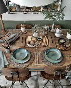 Boho Chic Decor DIY that inspires creativity Boho Chic Dekor Natural Wood Table, Sweet Home, Deco Table, Home And Deco, Decoration Table, Decoration Design, Room Decorations, Interiores Design, Home Decor Inspiration