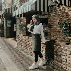 Style hijab casual indonesia ideas for 2019 Hijab Casual, Ootd Hijab, Hijab Chic, Hijab Dress, Casual Skirts, Swag Dress, Modern Hijab Fashion, K Fashion, Muslim Fashion