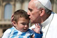 El Papa encomienda la vida frágil, indefensa y amenazada a protección de María