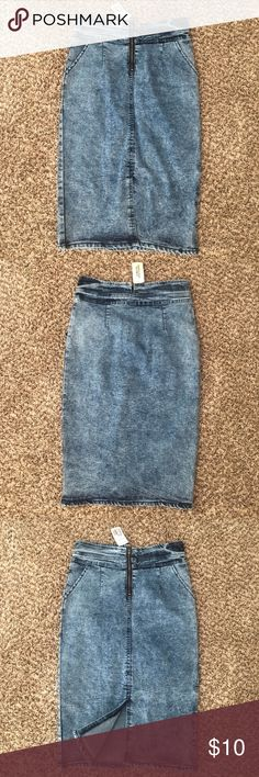 Forever 21 High Waist Denim Pencil Skirt F21 high waist denim skirt with zipper front and midline slit. This pencil skirt is made of stretchy denim. Forever 21 Skirts Pencil