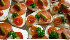 Všechny přísady smícháme dle chuti přidáme česnek. Podáváme na chlebu, rohlíkách aj.
