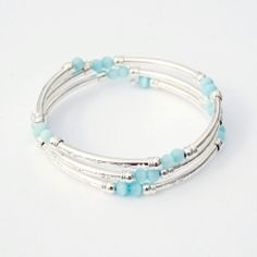 An easy DIY spring bracelet in silver and turquoise.