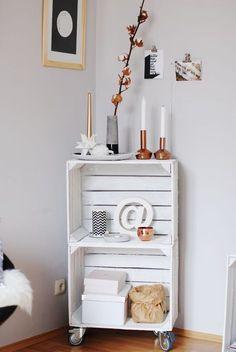 Richtig schön und stylisch: Rollregal aus alten Obstkisten. #DIY #Regal #Obstkisten