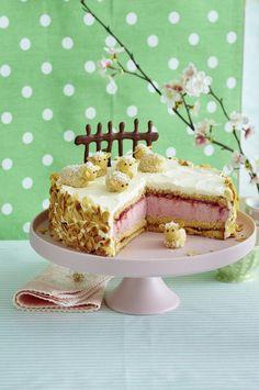 Unser beliebtes Rezept für Erdbeer-Sahne-Torte mit Marzipan-Schafen und mehr als 55.000 weitere kostenlose Rezepte auf LECKER.de.