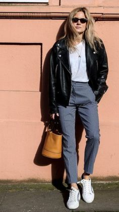Lucy Williams – office look – jaqueta de couro – inverno – office look Lucy Williams – office look – leather jacket – winter – office look Casual Work Outfits, Mode Outfits, Trendy Outfits, Fashion Outfits, Spring Outfits For Teen Girls, Outfits For Teens, Summer Outfits, Workwear Fashion, Office Fashion
