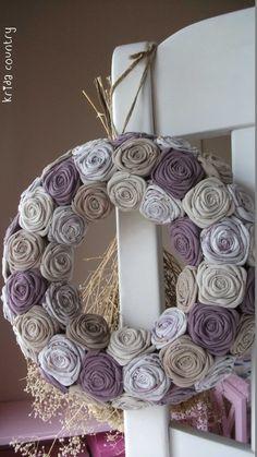 www.kridacountry.meska.hu Fall Crafts, Diy Crafts, Burlap Wreath, Wreaths, Country, Home Decor, Autumn Crafts, Decoration Home, Door Wreaths