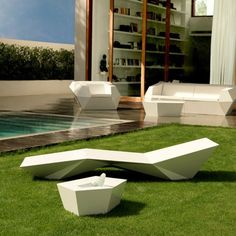 The Vondom Faz Sun Chaise is a striking outdoor chaise made from a single piece of polyethylene. Available in a range of bright and neutral colors, this contemporary outdoor chaise is a geometric statement piece in any outdoor setting. Lounge Furniture, Garden Furniture, Outdoor Furniture Sets, Outdoor Decor, Lounge Chairs, Contemporary Outdoor Furniture, Modern Furniture, Modular Furniture, Chaise Longue Design