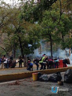 Represión en la UCV. pic.twitter.com/bLaUdYnRmE