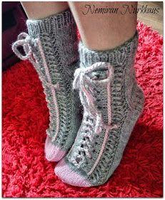 Nemiran Nurkkaus: taas yhdet tennarisukat, pienellä twistillä :) Crochet Mask, Knitted Slippers, Slipper Socks, Crochet Slippers, Knit Crochet, Tapestry Crochet Patterns, Knitting Patterns, Mittens, Mitten Gloves
