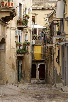 Sicilia Caltagirone, typische Gasse (typical alley)   #TuscanyAgriturismoGiratola