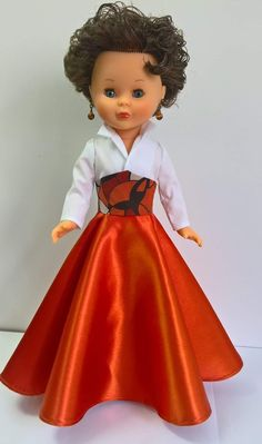 Dolls, Disney Princess, Ideas, Chic Outfits, Sewing Doll Clothes, Dressmaking, Antigua, Toys, Baby Dolls