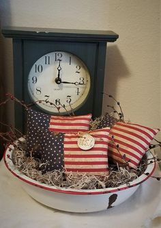 How cute are these flag pillow tucks for the upcoming holiday seasons? Small enough to use anywhere in your home but big on patriotism. Not only can they be used in a bowl, shelf, or table within your home but they could also be used outside during a picnic or family gathering for Memorial Day, July Fourth Of July Decor, 4th Of July Decorations, July 4th, Americana Decorations, Memorial Day Decorations, Flag Decor, Americana Crafts, Patriotic Crafts, Patriotic Shirts