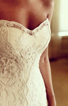 Lace, sweetheart wedding dress http://weddite.com/