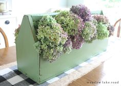 Ideas for adding accessories to your dining table - fill a vintage wooden toolbox with hydrangeas | Meadow Lake Road