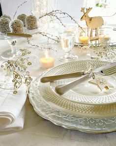 Christmas table white and gold...pretty