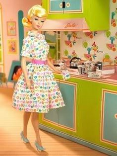 Vintage Barbie ... it my day - I had easily a half dozen Barbies. They were in my closet through college, and then they disappeared. Marcie Fleischman Sencillo, bello.