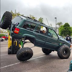 Sunday afternoon stretch www.jeepbeef.com #REPTHEBEST ________  by @matte39zj #jeepbeef #jeep #zj #flex