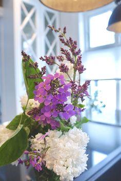 Flowers by @behindabluedoor #flowers