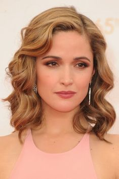 LIVING for Rose Byrne's Emmys makeup and hairstyle. Her beauty dream team? Kate Lee and Harry Josh. Here, the beauty breakdown.