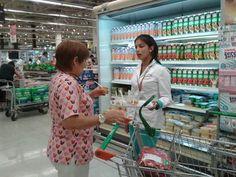 #Promotoras comerciales para demostración de producto y sampling en supermercados. http://www.publidirecta.com/agencia-de-azafatas-y-promotoras-en-barcelona/