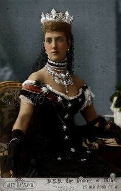 Princess Alexandra of Wales, nee of Denmark, future Queen of Engaldna dn mother of George V. Alexandra of Wales Queen Victoria Family, Victoria And Albert, Royal Crowns, Tiaras And Crowns, Princess Alexandra Of Denmark, Royal Jewelry, Jewellery, Royal Brides, English Royalty