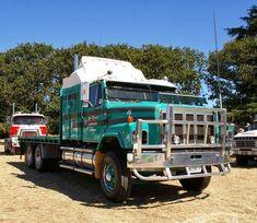 INTERNATIONAL HARVESTER. S-LINE, Tray-Body Truck.