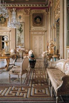 Choosing a French Door For Your Home French Interior, Classic Interior, Luxury Interior, Decor Interior Design, Interior Architecture, Interior Decorating, Classical Interior Design, Italian Interior Design, Furniture Design