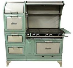 1920's wedgewood...6 burner, double oven, warmer oven & storage drawer. AWESOME!