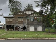 Maryborough Triple Gabled Queenslander Queenslander, Australian Homes, Good House, Brisbane, New Zealand, Abandoned, Houses, Cabin, History