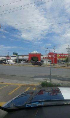 Inhibe Policía Municipal robo de autos en estacionamientos de centros comerciales y detienen a dos que robaron vehículo con violencia; Hay registro de 145 farderos | El Puntero
