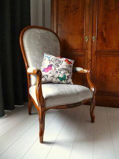 Réfection complète fauteuil voltaire, velours gris perle