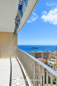 Résidence de standing avec concierge et piscine idéalement située à deux pas des plages de Monte Carlo. Rare appartement bénéficiant de finitions modernes et élégantes. Très lumineux. Monte Carlo, Architecture, Stairs, Real Estate, Beaches, Lush, Modern, Arquitetura, Stairway
