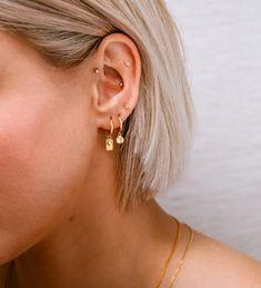 Ohrknorpel Piercing, Bijoux Piercing Septum, Tattoo Und Piercing, Tongue Piercings, Triple Lobe Piercing, Ear Piercings Cartilage, Rook And Conch Piercing, Ear Piercing Guide, Aloha Tattoo