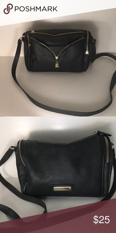 Last Price Drop*Host Pick* Sale*Steve Madden Purse Black leather Steve Madden purse with gold zipper Steve Madden Bags Shoulder Bags