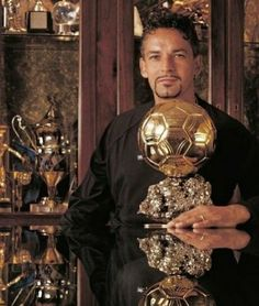 Good Soccer Players, Football Players, Roberto Baggio, Soccer Inspiration, Bigger Person, Ballon D'or, Action Poses, Sport Football, Best Player