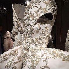@ashistudio #embroidery  #hautecouture #style #fashionista #chic #elegant #fashionblogger #beautiful #instafashion #wedding #beauty #design #details #moda #trendy #trend #fashionable #designer #stylist #stylish #art #vogue #ootd #inspiration #dress #designer #accessories #beauty #streetstyle#wedding