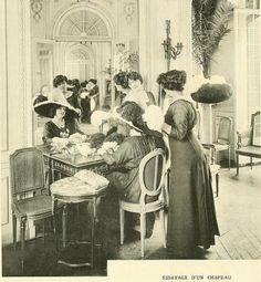 Les Createurs de La Mode 1910 - 37 - Essayage d'un Chapeau