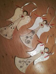 Clay Ornaments, Felt Christmas Ornaments, Christmas Wood, Christmas Decorations, Handmade Angels, Handmade Crafts, Diy And Crafts, Clay Projects, Clay Crafts