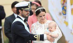 Entre juegos de bebés y el amor de sus padres, el Príncipe Alexander es bautizado