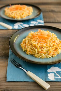 This creamy parmesan carrot risotto (carrot rice) is full of vegetables and can be a complete meal in one pot. Side Recipes, Lunch Recipes, Cooking Recipes, Healthy Recipes, Cooking Ideas, Veggie Recipes, Delicious Recipes, Parmesan Risotto, Risotto Rice