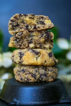 Keto Chewy Chocolate Chip Cookies - Perfectly chewy and gooey, low carb chocolate chip cookies. There is nothing better than a warm cookie straight out of the oven. Keto Cookies, Low Carb Chocolate Chip Cookies, Keto Chocolate Chips, Cookies Et Biscuits, Baking Chocolate, Chocolate Chocolate, Keto Foods, Keto Meal, Keto Snacks