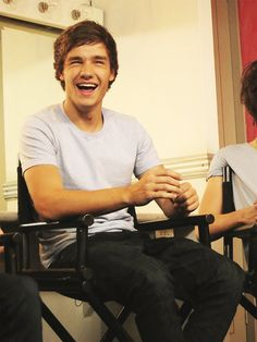 The way he squints his eyes anytime he laughs is just like a; It's just so frackin' ADORABLE. Liam Payne - One Direction Liam James, James Horan, One Direction, I Love Him, My Love, Louis Williams, Raining Men, I Cant Even, Edward Styles