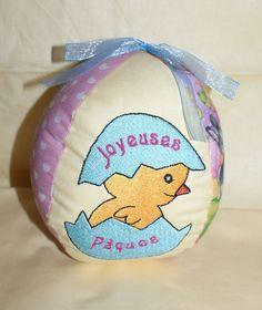 Oeuf de Pâques rose et bleu en tissu pour les enfants ou décores la maison 1.