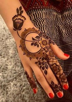 Mehndi henna designs are searchable by Pakistani women and girls. Women, girls and also kids apply henna on their hands, feet and also on neck to look more gorgeous and traditional. Henna Hand Designs, Easy Mehndi Designs, Dulhan Mehndi Designs, Latest Mehndi Designs, Mehandi Designs, Mehendi, Mehndi Designs Finger, Floral Henna Designs, Mehndi Designs For Beginners
