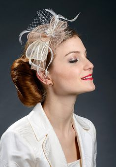 Elegant fascinator in beige (cafe au lait), light brown and ivory colour combination. Wear it at the wedddings, church, Ascot, Derby, coctail parties etc. Trimmed with feathers, veiling and finished with a pearl in the middle of the bow. Fitted with the headband covered with the same fabric like the hat. Fully handmade lovely headpiece for festive occasions.  Delivery information: Comes with the international registererd mail (I will send you package tracking number after postage)  Estimated…