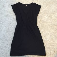 Medium black Merona dress with cinched waist NWOT Merona dress size Medium. This is a great casual dress or can be dressed up with accessories. Cap sleeves and stretchy, elastic waist. Merona Dresses