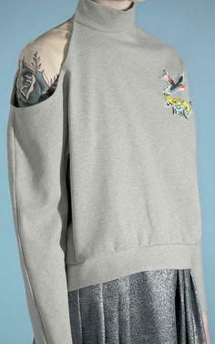 Sweatshirt With Cut Out Shoulder And Tattoo Patch by Vika Gazinskaya for Preorder on Moda Operandi Fashion Images, All Fashion, Fashion Details, Fashion Art, Fashion Design, Black And White Words, Looks Street Style, Sporty Outfits, Future Fashion