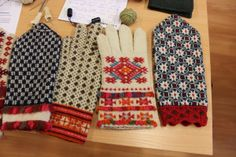 Estonian mittens at the Nordic Knitting Symposium | Barbro's Threads. Kristi Joeste has reconstructed more than 200 pairs of Estonian mittens.